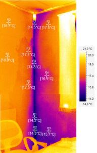 термограмма угла внутренней части помещения