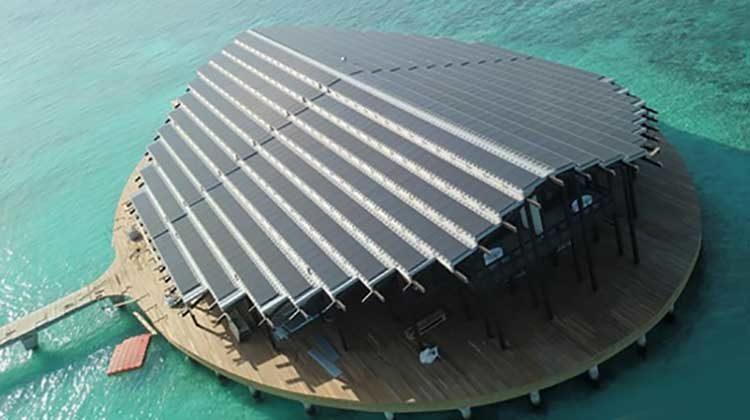 фото отель с крышей из фотоэлементов