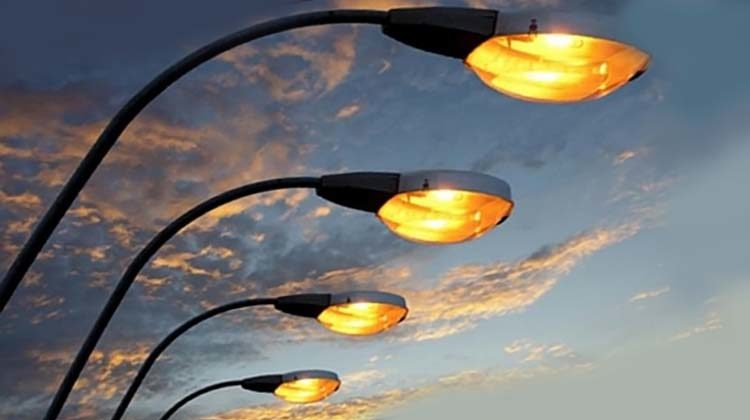 фото уличное освещение вечером