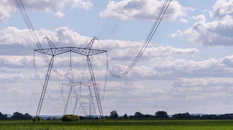 фото ток по проводам