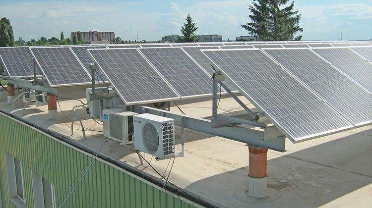 фото солнечная станция на здании