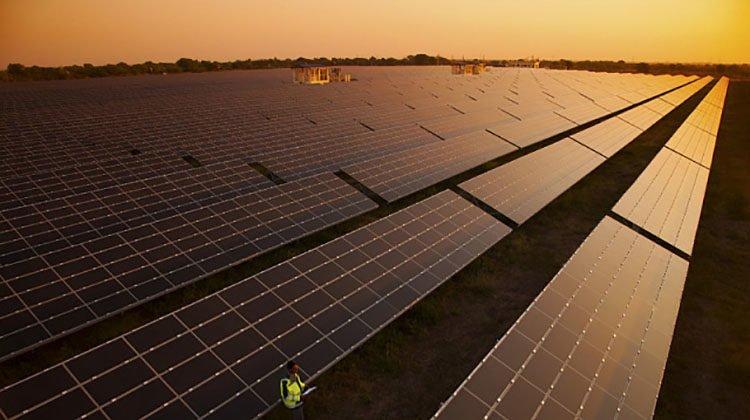 фото большая солнечная станция в Испании