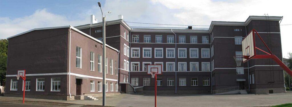 Задній фасад будівлі