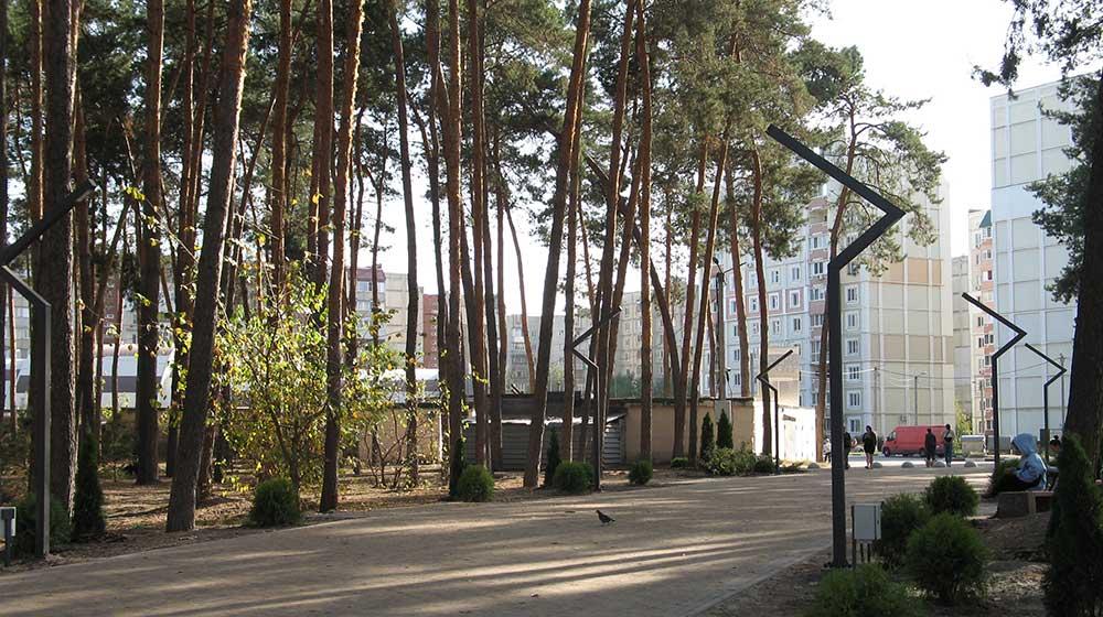 Вид з парку на «Мобіль»