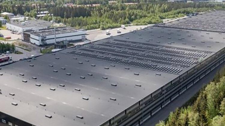 фото СЭС на крыше логистического центра
