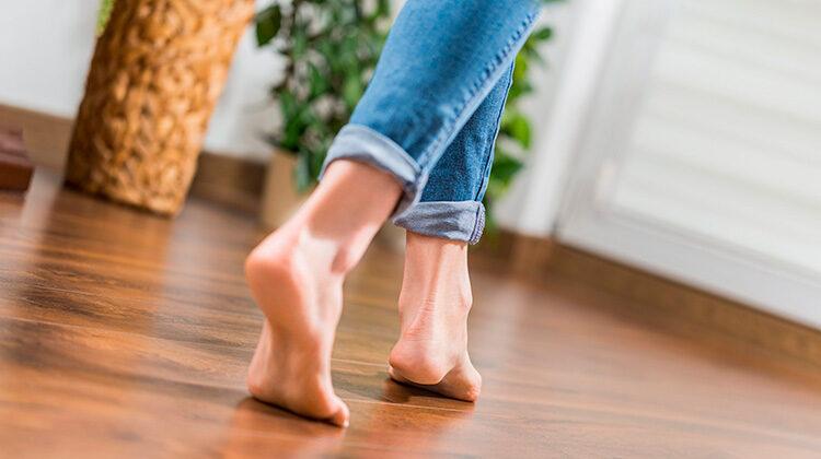 фото ходьба по деревянным полам